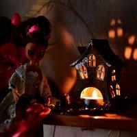 Кукла и домик :: Сергей Землянский