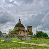 Заброшенная церковь :: Константин Поляков