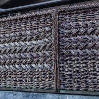 плетеный забор :: Петр Беляков