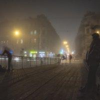 На пешеходном мосту. :: Дмитрий
