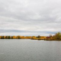 Осень на озере :: Александр Синдерёв