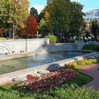 Зелёный уголок в резиновом мегаполисе :: Евгений Кочуров