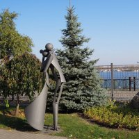"Арт-скульптура ""Свидание"" в парке ""Сад камней"" :: Тамара Бедай"