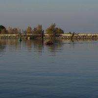Возвращение рыбака на лодке :: Владимир Гилясев