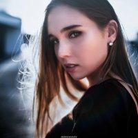 Портрет девушки, бросающей взгляд в камеру :: Lenar Abdrakhmanov