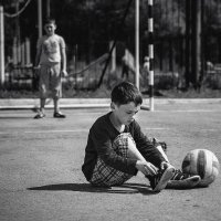 В футбол до дыр... :: Макар Майоров