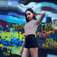 Девушка на фоне стены с граффити :: Lenar Abdrakhmanov