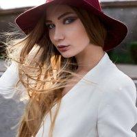Красивая девушка в шляпе и белом костюме :: Lenar Abdrakhmanov