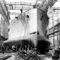 "Британский монитор ""HMS Terror"" (I03). :: Александр"