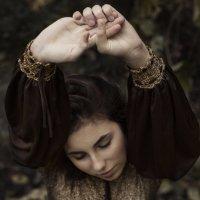 Девушка под виноградной лозой :: Алина Жак Жакшаускайте