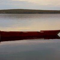 И лодка чуть колышется... :: Нэля Лысенко