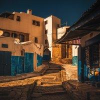Вечерняя...гуляя улочками...Марокко! :: Александр Вивчарик