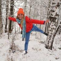 ласточка в зимнем лесу :: леонид логинов