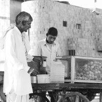 """""""Кафе"""" на колесах... Агра. Индия! :: Александр Вивчарик"""