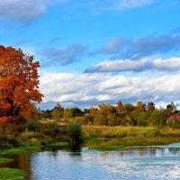 Осень на реке :: Oleg S