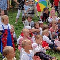 Дети слушают сказку. :: Павел