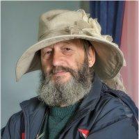 Автопортрет в шляпке :: Александр Максимов