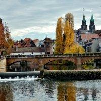 По  осеннему  Нюрнбергу,  плывут  по Пегнитцу  листья ! :: backareva.irina Бакарева