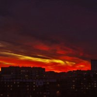ЗАКАТ НАД ГОРОДОМ :: Валерий Руденко