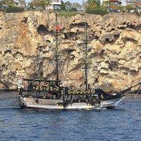 Туристическая яхта у анталийского берега :: Nina Karyuk