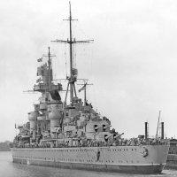 USS Prinz Eugen (IX-300), a former German heavy cruiser, Panama Canal, on 15.03.46 :: Александр