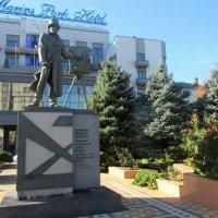 Памятник Александру Ханжонкову в Ростове :: Нина Бутко