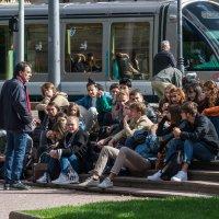 Урок на трамвайной остановке :: Владимир Брагилевский
