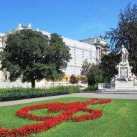 Памятник Моцарту в парке :: Iren Ko