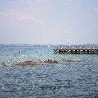 Озеро Гарда. Вид с городского пляжа города Сирмионе (Италия) :: Лира Цафф