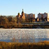 Берега городского озера :: Андрей Снегерёв