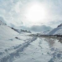 По дороге в горах :: Горный турист Иван Иванов