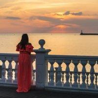 Девушка в красном :: Александр Соболев