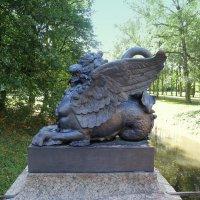 Драконов мост в Александровском парке. :: Валентина Жукова
