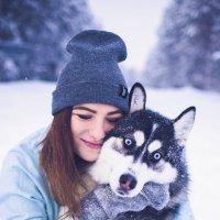 Мы с хаски в зимнем красивом лесу :: Вероника Алатырева