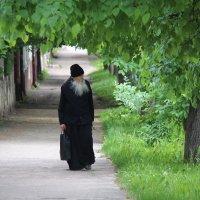 По дороге к храму :: Елена Верховская