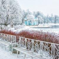 Скамейки и Грот :: Юлия Батурина