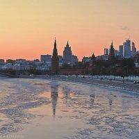 Закат на Москве-реке :: Евгений Кочуров