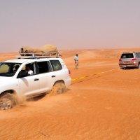 вот почему в пустыни надо всегда ездить двумя машинами :: Георгий А