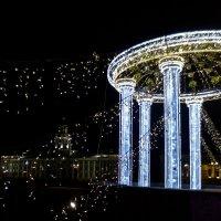 к Новому году на Дворцовом мосту :: Елена