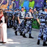 Девочки - налево , мальчики направо ! :) :: Анатолий Колосов