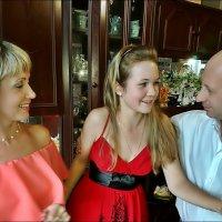 Семейное торжество. С мамой и крёстным :: Нина Корешкова