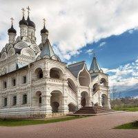 Церковь Благовещения Пресвятой Богородицы в Тайнинском :: Александр Шмалёв