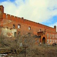 Сохранившаяся стена :: Сергей Карачин