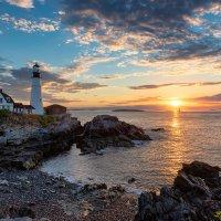 Lighthouse at Sunrise :: Lucky Photographer