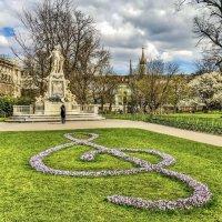 Памятник Моцарту в Вене :: Eldar Baykiev