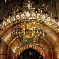 Вход в Кувуклию Храма Гроба Господня в Иерусалиме :: Елена (ЛенаРа)
