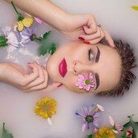 Девушка в ванной :: Александра Сороколетова