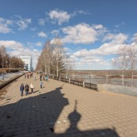 Весна на набережной :: Валентин Котляров