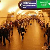 «Коридоры кончаются стенкой, а тоннели - выводят на свет...» :: Кай-8 (Ярослав) Забелин