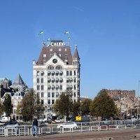 Белый дом на берегу Старой гавани - первый в Европе небоскреб.  Роттердам :: Татьяна Ларионова